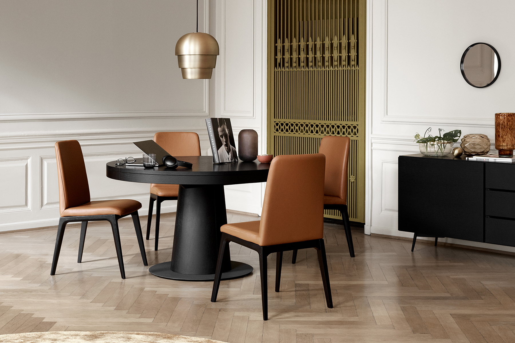 granada round extendable dining table