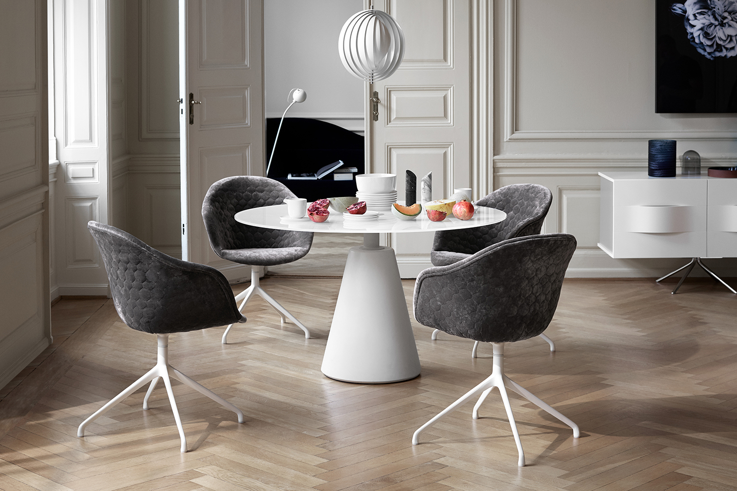 Madrid round dining table